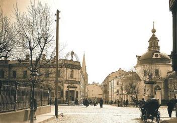 Armyansky, Pokrovka, and Starisadsky street intersection (1913)
